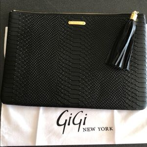 GIGI NewYork black textured clutch